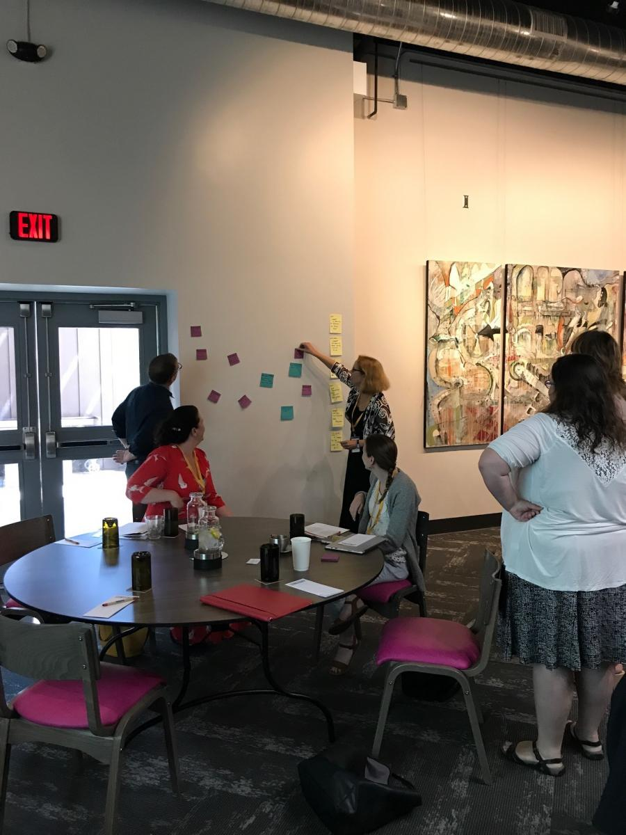 Maggie Debelius, Director of Faculty Initiatives at CNDLS and a Professor in Georgetown's English Department, leads a brainstorming exercise on the topic of advising.
